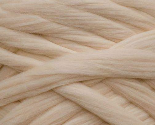 Толстая, крупная пряжа 100% шерсть 1кг (40м). 26 мкрн. Цвет: Телесный. Топс. Лента для пледов.