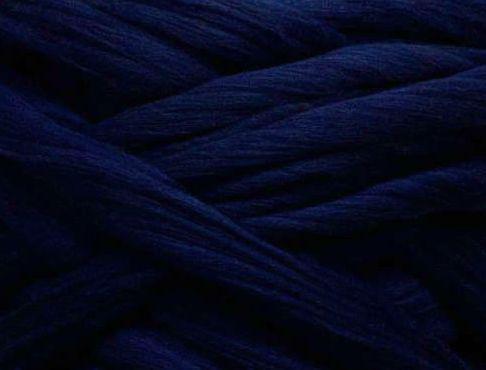 Толстая, крупная пряжа 100% шерсть мериноса. Цвет: Темно-синий. 21-23 мкрн. Топс.