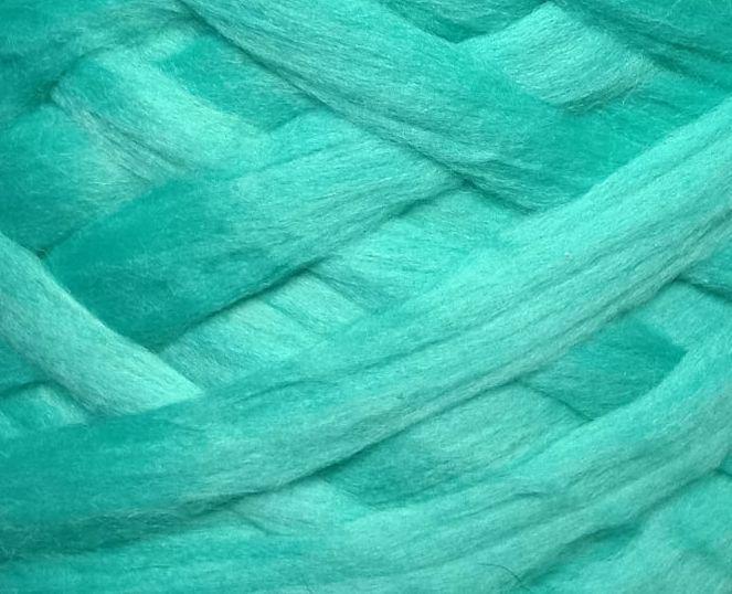 Толстая, крупная пряжа 100% шерсть мериноса. Цвет: Мятный. 21-23 мкрн. Топс.
