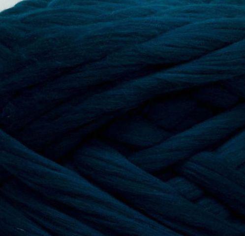 Товста, велика пряжа 100% вовна мериноса. Колір: Темно-синя ялина. 21-23 мкрн.
