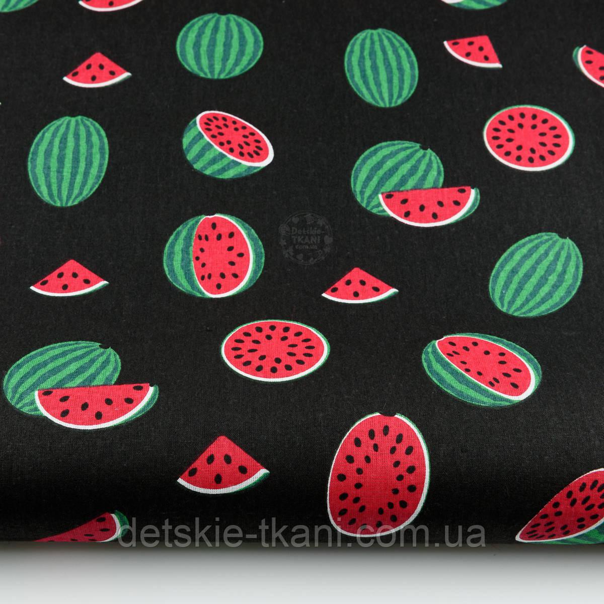 """Ткань хлопковая """"Маленькие арбузы"""" размером 5 см на чёрном фоне (№1408)"""