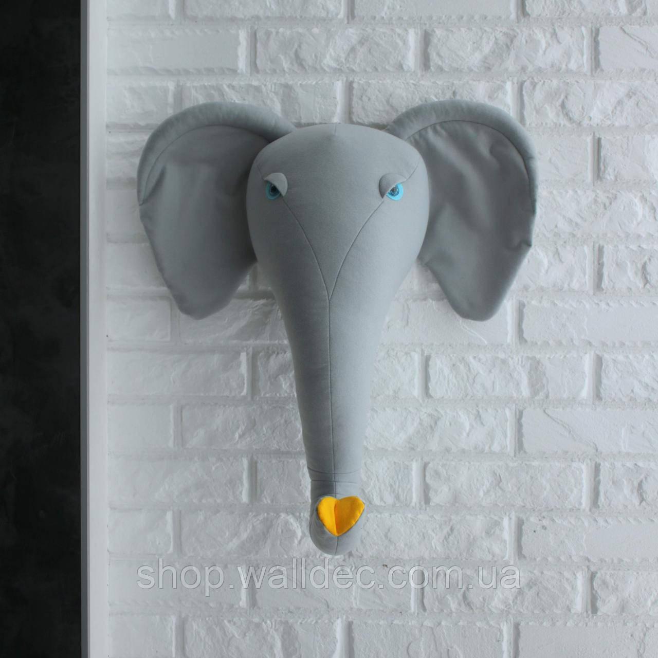 Трофей Слон серый