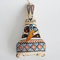Зайчик с морковкой. Новогодний сувенир