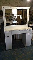 Визажный стол с большим зеркалом с подсветкой. Модель V224 белый