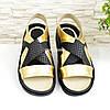 Босоніжки жіночі шкіряні на низькому ходу, колір золото, фото 5