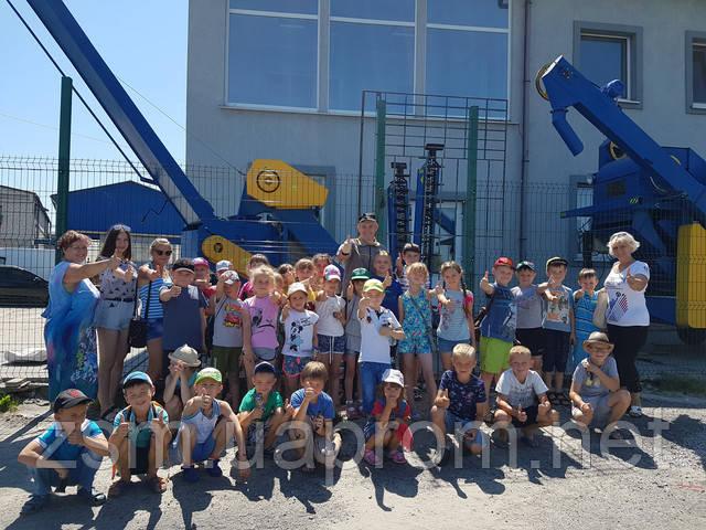 Наш завод и выпускаемая нами техника нравится даже детям.