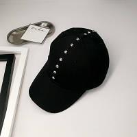 Женская кепка с заклепками черная