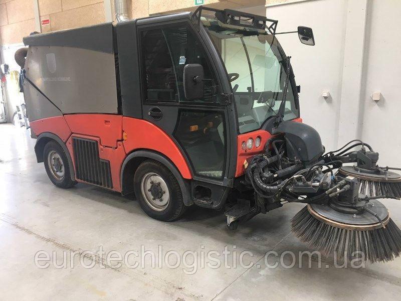 Коммунальная машина Hako Citymaster 2000.