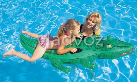 надувной плотик крокодил 41011