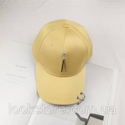 Женская кепка атласная с подвеской желтая
