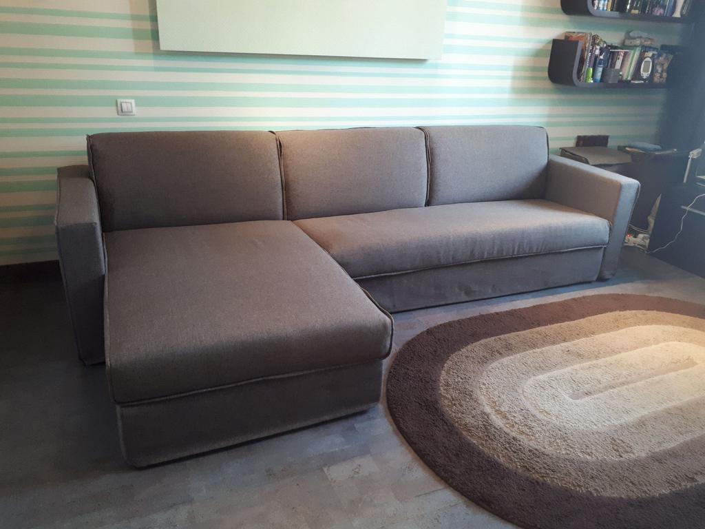 Раскладной угловой диван ARGO фабрики ALBERTA (Италия) в комнате студента