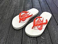 Женские вьетнамки Nike  белые с красным / вьетнамки женские Найк