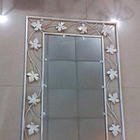 Кованное зеркало среднее белое
