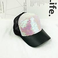 Женская кепка в пайетках