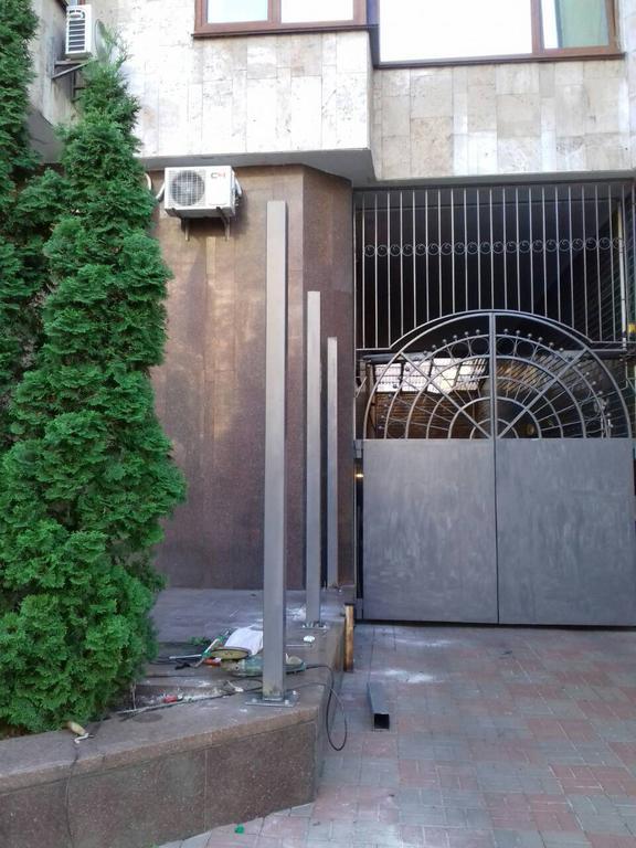 Декоративная решетка на ворота (Киев, Посольство Франции в Украине)