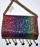 Женский блестящий разноцветный клатч на цепочке с украшением 18*14 см, фото 3