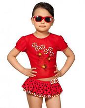 Защитная футболка для девочки пляжная. Цвет красный с божьими коровками.Надежно защитит от Солнца!