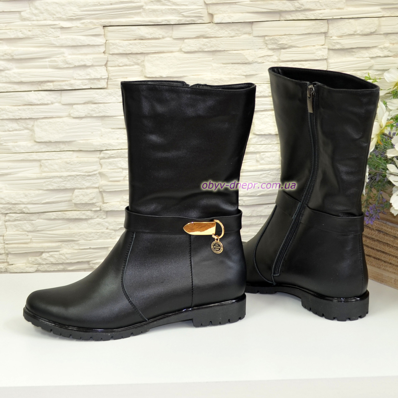 Ботинки женские кожаные зимние на низком ходу, цвет черный.