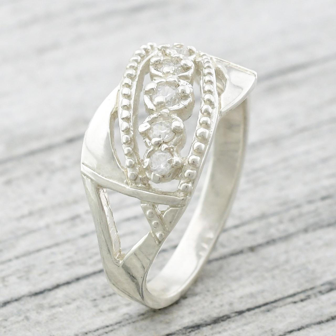 """Серебряное кольцо """"Николь"""", вставка белые фианиты, вес 3.1 г, размер 18"""
