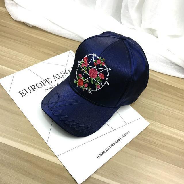 Атласная кепка с вышивкой Розы