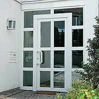 Входная металлопластиковая дверь Rehau из белого профиля