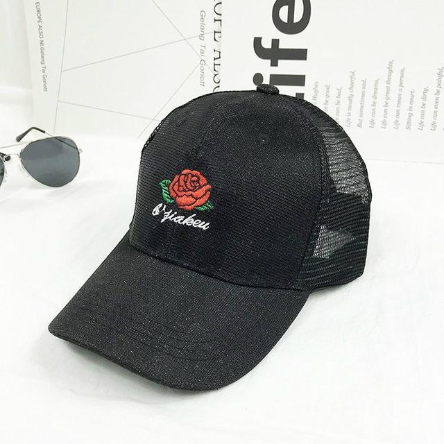 Блестящая кепка с вышивкой Розы