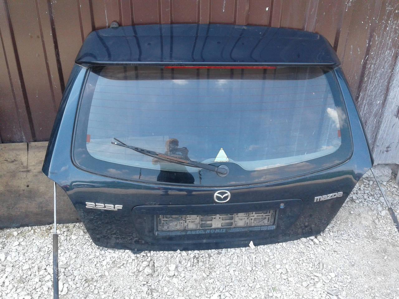 Крышка багажника со стеклом Mazda 323 BJ 1997-2002г.в. синяя