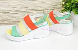 Кожаные женские яркие босоножки на устойчивой платформе цветные, фото 3