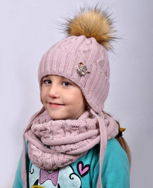 Зимняя шапка для девочки с искусств.енотом., внутри полностью на флисе.