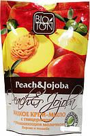 Жидкое крем-мыло Bioton Cosmetics Персик и Жожоба с глицерином и увлажняющим молочком 500 мл