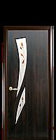 Межкомнатная дверь  Камея ПВХ DeLuxe со стеклом сатин и рисунком P3 (цветной), цвет каштан