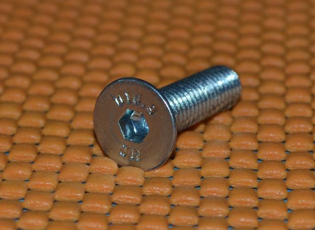 Винт оцинкованный М8 DIN 7991 купить