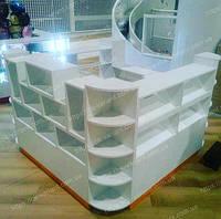 Торговый островок для продажи детских игрушек, выполнен из ДСП, по требованию торгового центра без острых углов