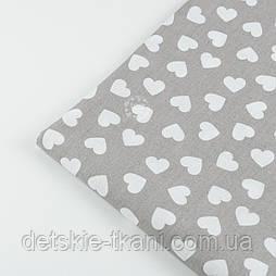 f9fef46cddb0 Лоскут ткани №471 с разносторонними сердечками 15 мм на сером фоне