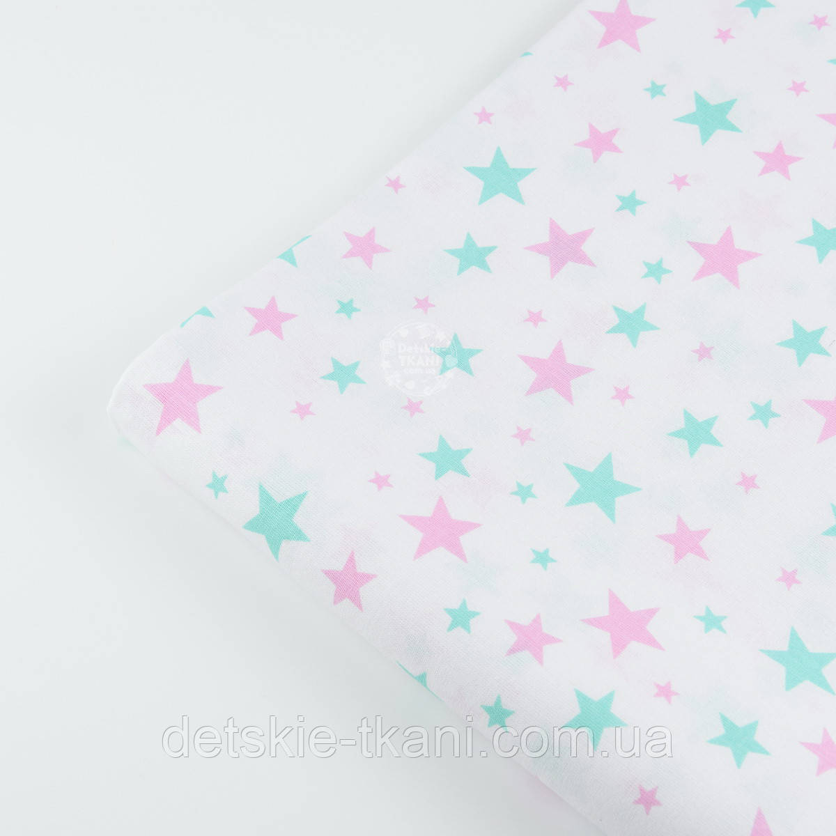 """Лоскут ткани №1181  """"Звёздная россыпь"""" с мятными и розовыми звёздами на белом фоне"""