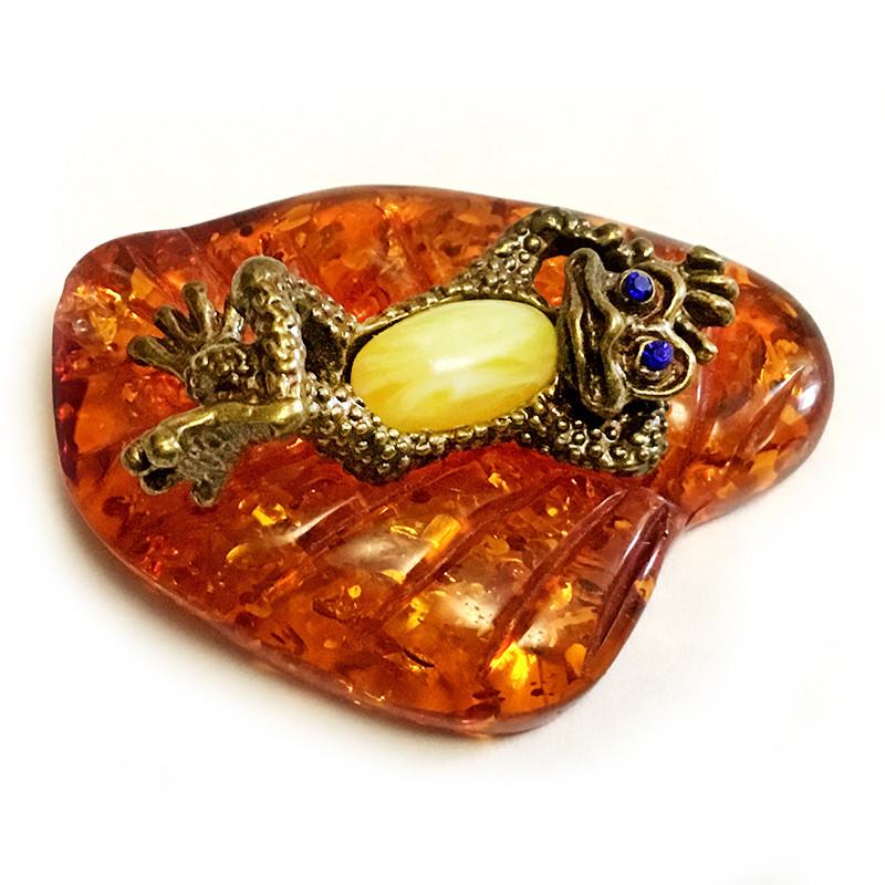 Статуэтка из бронзы и янтаря Лягушонок