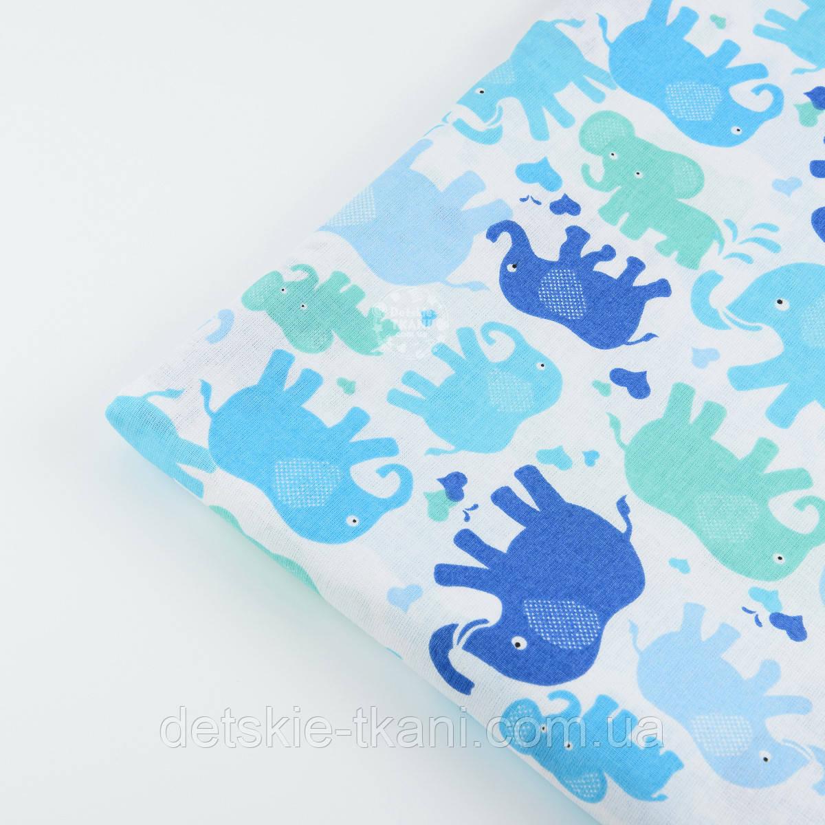 Лоскут ткани №465 с цветными слонами: синими, голубыми, мятными