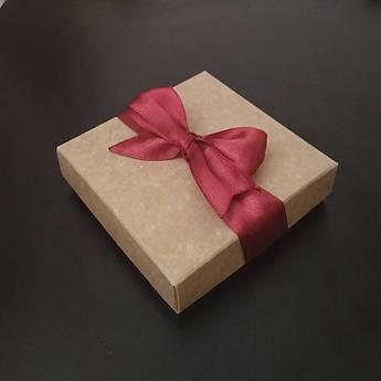 """Подарочная коробочка """"Крафт с красной лентой"""" большая"""