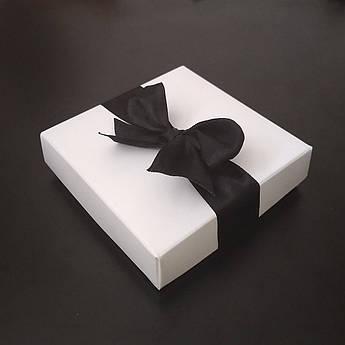 """Подарочная коробочка """"Белая с черной лентой"""" большая"""
