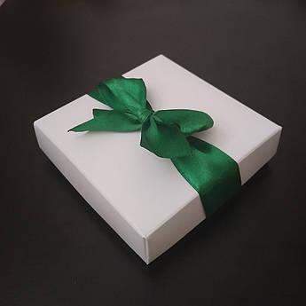 """Подарочная коробочка """"Белая с зеленой лентой"""" большая"""