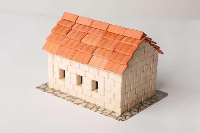 """Будинок з черепицею  - міні-конструктор з керамічних цеглинок серії """"Старе місто"""""""