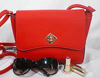 Яркая красная каркасная сумочка на каждый день