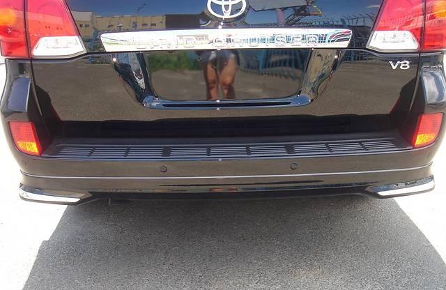 Накладка заднего бампера (юбка) Toyota Land Cruiser 200