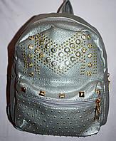 Женский молодежный рюкзак из кожзама с шипами серебро 20*25 см, фото 1
