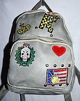 Женский рюкзак из кожзамас черепом серый 22*27 см, фото 1