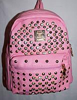 Женский молодежный рюкзак из кожзама с шипами розовый 20*24 см, фото 1