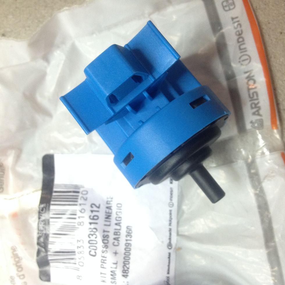 Прессостат с проводкой Indesit C00381612 для стиральной машины