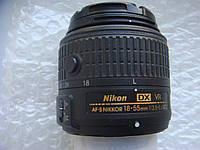 Nikon 18–55mm f/3.5–5.6G AF-P DX Nikkor с фиксатором.