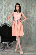 """Летнее нарядное платье с поясом и пышной юбкой по колено без рукавов """"Джулия"""" персиковое, фото 2"""