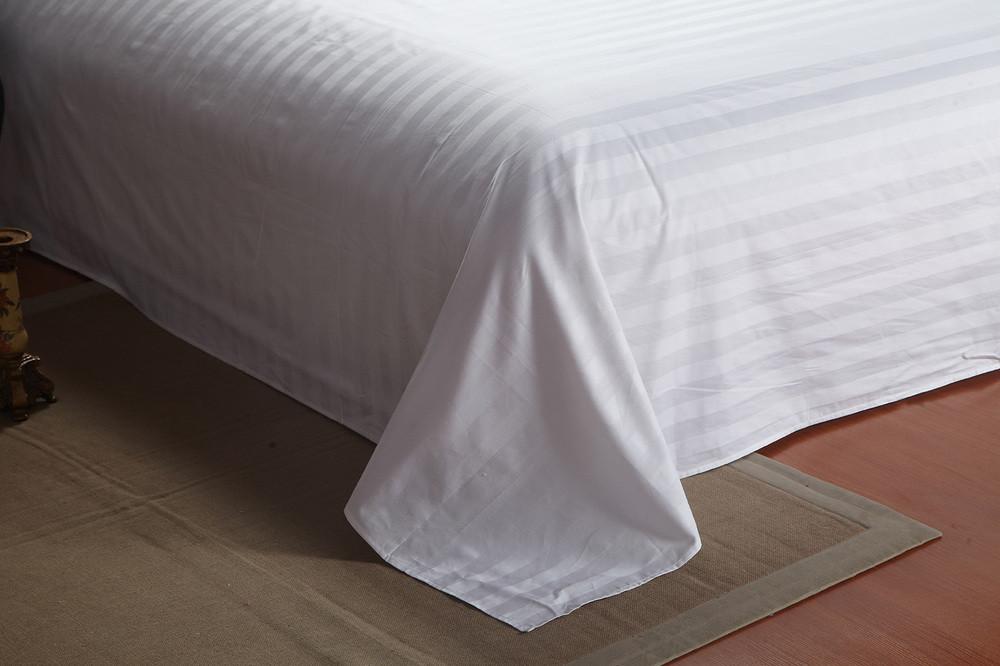 Простыни HOTEL САТИН-СТРАЙП (белые, 100% хлопок)